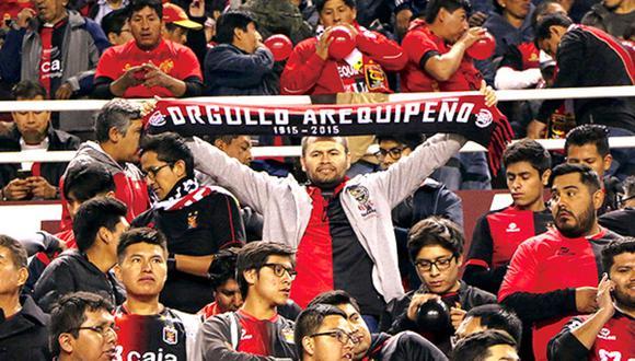 Hincha de Melgar mira el duelo ante Binacional desde el Wanda Metropolitano y se vuelve viral | FOTO