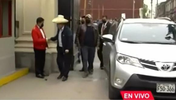 El Presidente electo tuvo buen gesto con seguridad de Palacio de Gobierno.