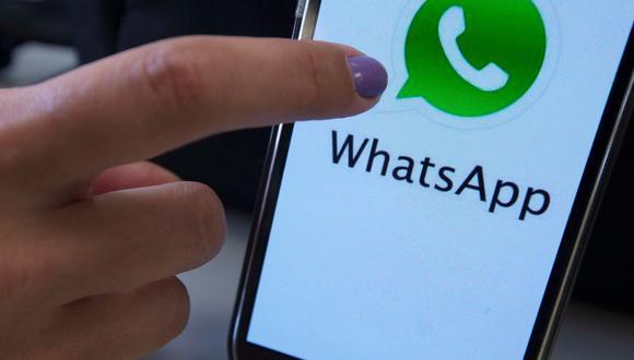 Fotografía de archivo fechada el 16 de julio de 2020 de la aplicación de WhatsApp en un celular. Desde que los usuarios conocieron que, con sus nuevos términos y políticas de uso, WhatsApp compartirá datos con Facebook, muchos han dicho NO, por lo que las descargas de otras aplicaciones de mensajería como Signal y Telegram se han disparado. (EFE/ Marcelo Sayão).