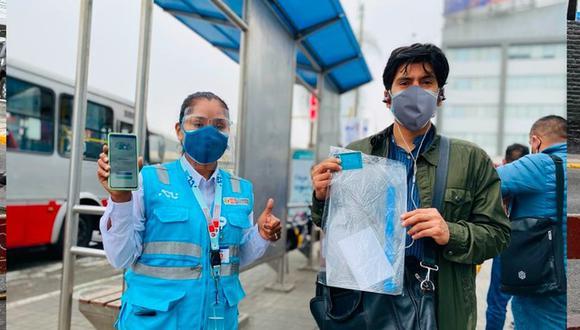 Entrega gratuita de protectores faciales tiene como objetivo de evitar la propagación del COVID-19 en estaciones, paraderos y en el interior de las unidades. (Foto: ATU)