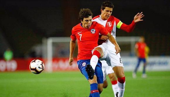 Técnico de Chile calienta la previa del partido con la Sub-17