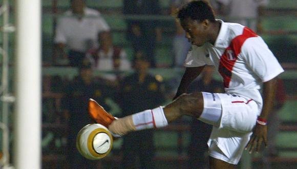 """El """"Cóndor"""" Mendoza fue troleado por Jorge Luna y Ricardo Mendoza, quienes le hicieron recordar su gol fallado ante Ecuador."""