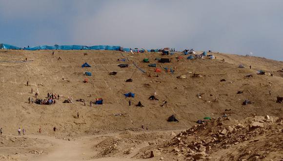 Vecinos denuncian que invasores se instalan en el Morro Solar, cerca a la playa La Chira (Foto: @genayo/Twitter)