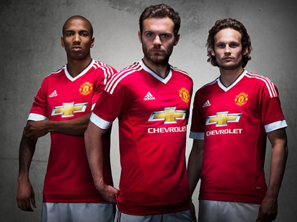 Manchester United presentó su nueva camiseta