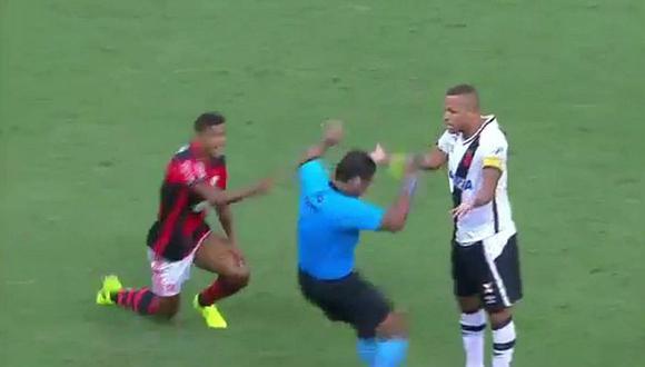 YouTube: Árbitro fingió agresión de Luis Fabiano y lo expulsó [VÍDEO]