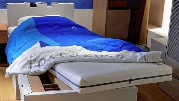 Las camas son de cartón y se rompen fácilmente. Al final del evento serán recicladas.
