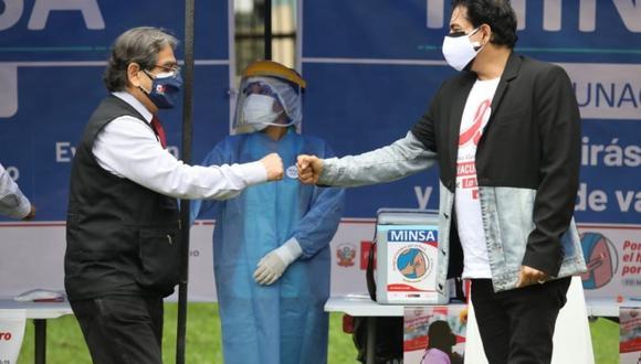 Ernesto Pimentel recibió la vacuna contra la COVID-19. (Fotos Britanie Arroyo / @photo.gec)