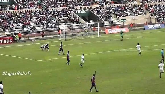 Universitario vs. Alianza Universidad: retiran a hincha que prendió bengala en la tribuna sur del Heraclio Tapia   VIDEO