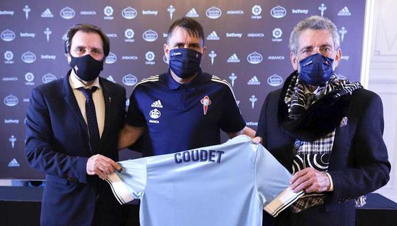 Eduardo Coudet posa con la camiseta de Celta de Vigo. (Foto: @RCCelta)