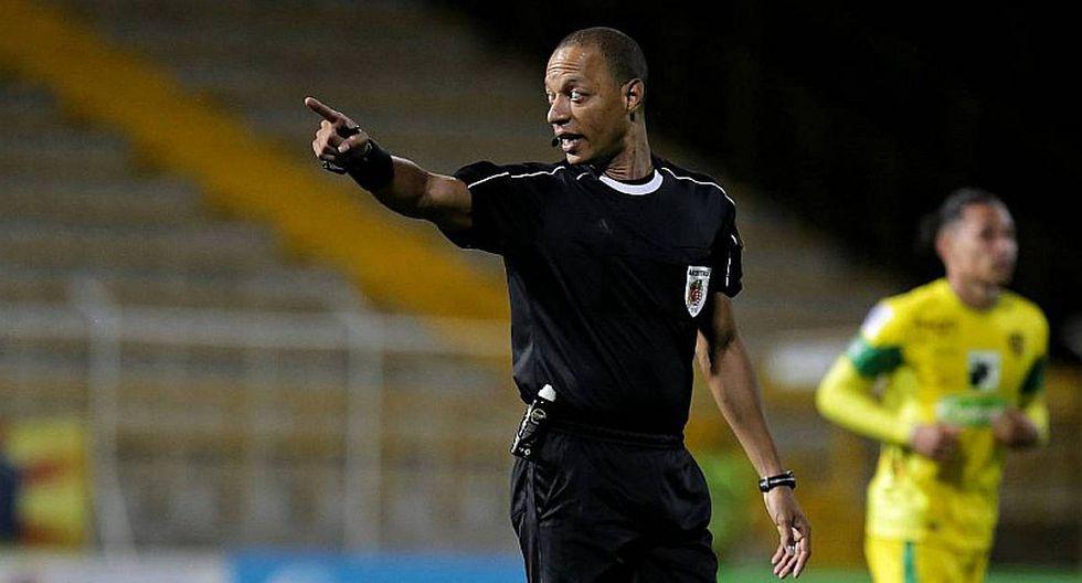 Árbitro FIFA renunció tras constantes errores en últimos partidos
