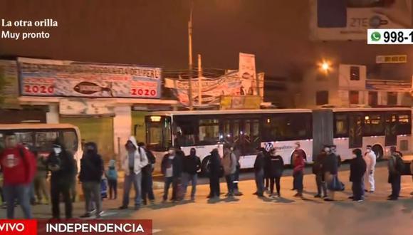 En el día 109 del estado de emergencia por el coronavirus continúan las largas filas de personas para usar los servicios del Metro de Lima y Metropolitano. (Captura: América Noticias)