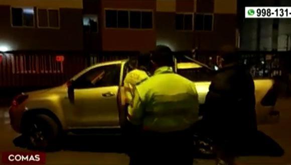 Policía en retiro fue encañonado por dos delincuentes en la cochera del condominio donde vive, situado en Comas. (Captura: América Noticias)