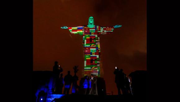 Las banderas de los países afectados por el coronavirus son proyectadas en la estatua de Cristo Redentor este miércoles. (Foto: EFE)