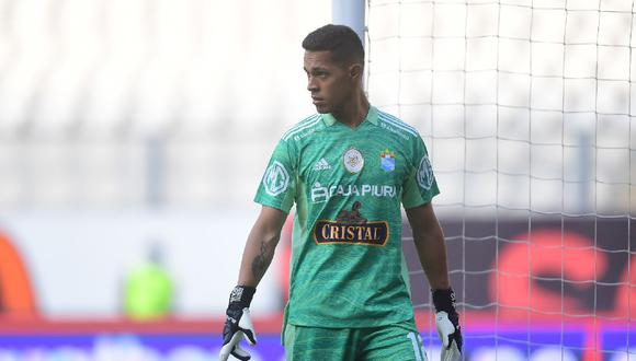 Luego del triunfo de Sporting Cristal ante Universitario, Leao Butrón alabó al arquero celeste Renato Solís. (Foto: Liga 1)