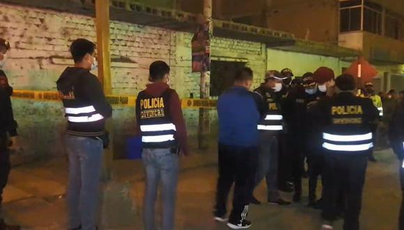 El ataque de los sicarios iba dirigido contra Cristopher Álvarez pero las balas también alcanzaron a un ambulante que estaba a pocos metros. (Foto:GEC)