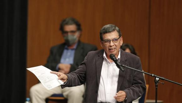 """COVID-19: ministro Cevallos afirmó que aplicación tercera dosis de vacuna al personal de salud """"está en evaluación"""". (Foto: Andrés Paredes / @photo.gec)"""
