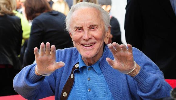 Kirk Douglas enlutó al mundo del entretenimiento al partir a los 103 años. (Foto: AFP)