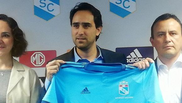 Sporting Cristal: Nuevo dueño del club celeste aparece en imagen con camiseta de Universitario de Deportes | FOTO