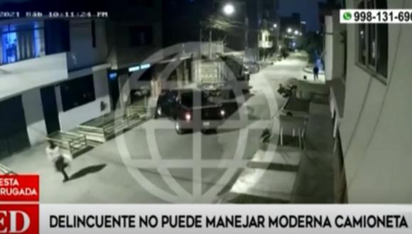 Cámaras de seguridad registraron el preciso momento en que intentan llevarse una moderna camioneta en Los Olivos. Foto: América Noticias