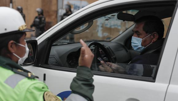 El uso de carros particulares será exclusivo para quienes realizan funciones esenciales.  (Foto: Leandro Britto/GEC)