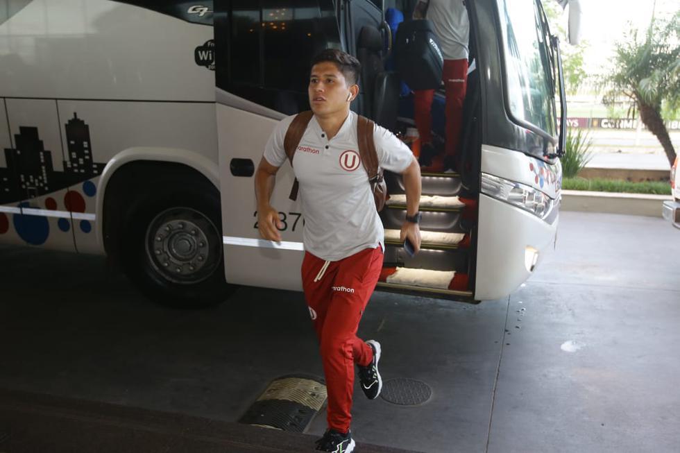 Los jugadores y demás integrantes de Universitario llegaron a su lugar de concentración en Asunción tras ser despedidos de Lima en el aeropuerto Jorge Chávez con un caluroso banderazo por parte de la afición del club. (Fotos: Jesús Saucedo / GEC)