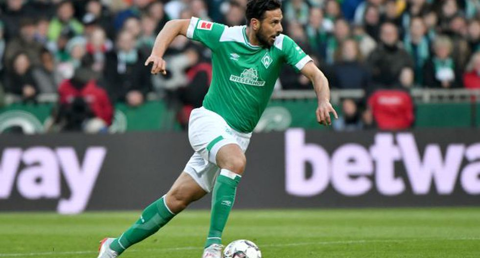 Claudio Pizarro es el sexto goleador histórico de la Bundesliga con 197 anotaciones. (Foto: AFP)
