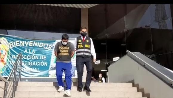 Uno de los presuntos 'marcas' que esta tarde fue capturado por agentes antirrobos de la Dirincri. (Foto: PNP)