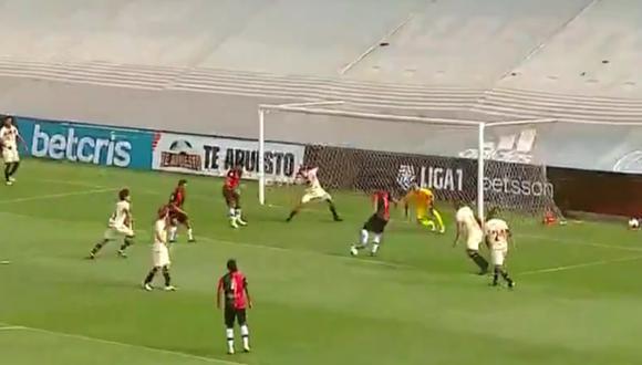El portero de Universitario se lució con dos increíbles atajadas que salvó al cuadro 'crema' del empate a 1.