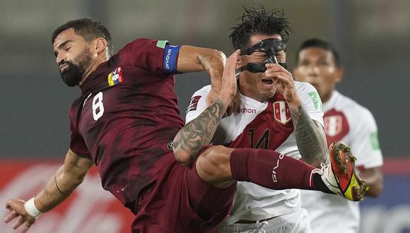 Lapadula volvió a la titularidad con la selección peruana contra Venezuela. (Foto: AFP)