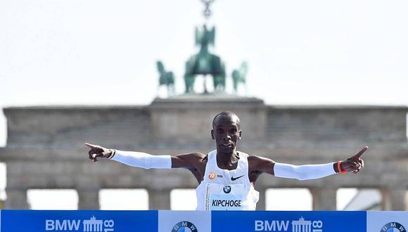 Keniano Eliud Kipchoge rompe récord mundial en Maratón de Berlín