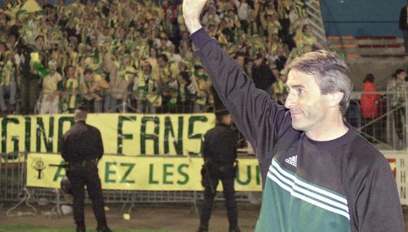 "Los aficionados del Nantes esperan poder devolvérsela a Denoueix, en un ejemplo de ""trabajo colectivo"" que emula a la filosofía del DT. (Foto: AFP)"