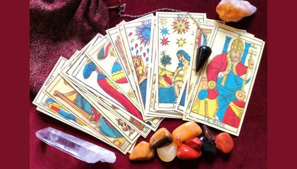 Las personas que creen en el Tarot y la lectura de cartas y no saben cómo hacerlo, en esta nota podrás aprender paso a paso a cómo averiguar lo que te espera en los próximos días, meses o años