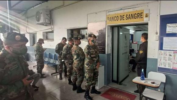 Agentes de la Dirección Nacional de Operaciones Especiales (Dinoes) donaron sangre para los heridos del accidente de Matucana. (Foto: PNP)