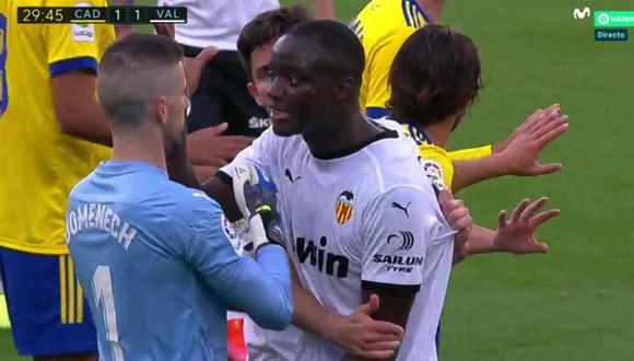 Valencia regresó al campo para enfrentar a Cádiz tras insulto racista sobre Diakhaby. (Captura: Movistar+)