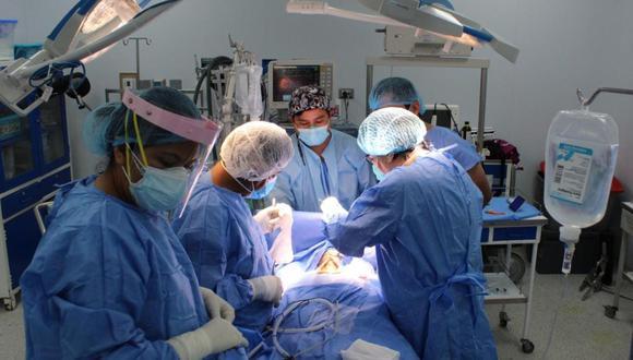 Desde noviembre, el hospital Alberto Sabogal ha operado a más de 14 pacientes y que otro grupo se encuentra a la espera de ser intervenidos quirúrgicamente. (Foto: EsSalud)