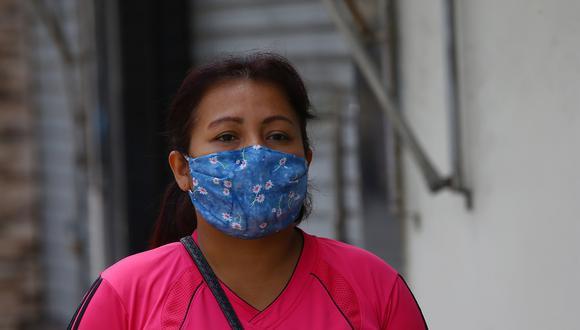 Colegio Médico sugirió usar mascarilla dentro de la casa a los que salen a las calles para evitar contagio de COVID-19. (Foto: Fernando Sangama)