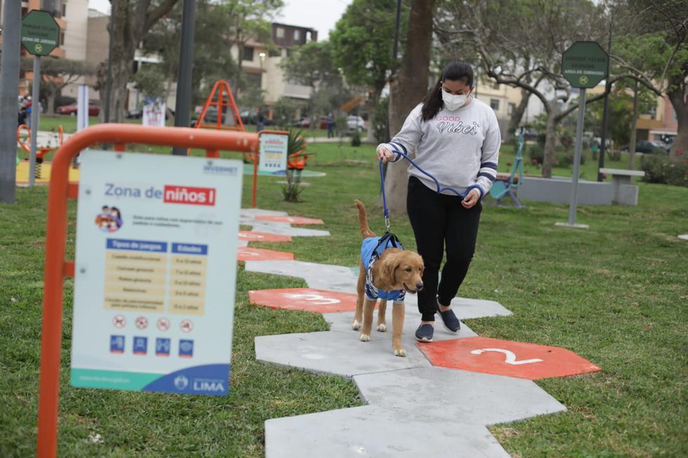 La Municipalidad de Lima entregó este martes el renovado parque Felipe Sassone, ubicado en la Urbanización Cipreses, en Cercado. El espacio público busca mejorar la calidad de vida de más de 2.000 vecinos. (Foto: Britanie Arroyo/@photo.gec)