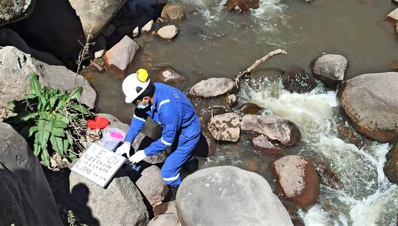 La emulsión asfáltica llegó hasta el río Fortaleza. (Foto: MTC)