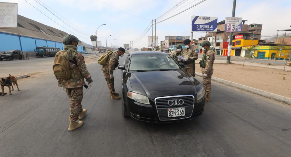 Las Fuerzas Armadas recorren las calles de Lima para vigilar el cumplimiento del aislamiento obligatorio. (Fotot: GONZALO CÓRDOVA/GEC)