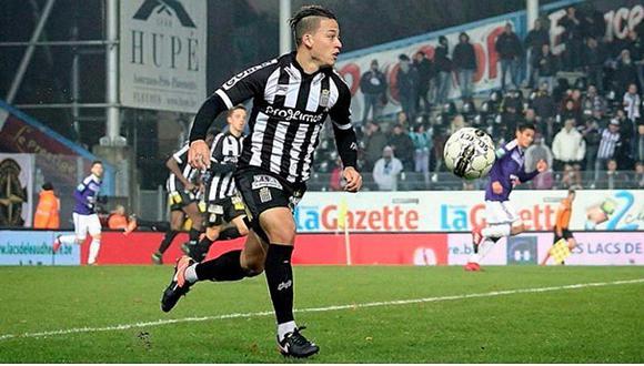 Cristian Benavente y el golazo que marcó tras amagar a dos rivales [VIDEO]
