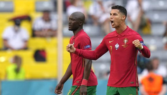 La celebración de Cristiano Ronaldo por avanzar a octavos de la Eurocopa. (Foto: EFE)