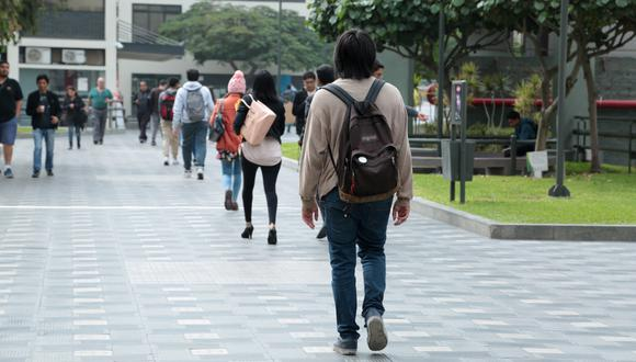 El Congreso de la República promulgó este domingo la ley que permite obtener el grado académico de bachiller de manera automática. (Foto: GEC)