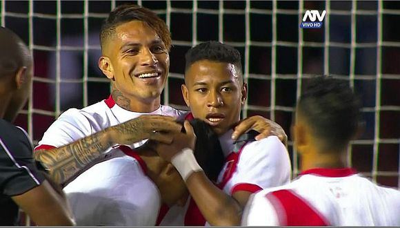 Perú vs. Jamaica: Guerrero se quitó camiseta y alborotó a arequipeñas [VIDEO]