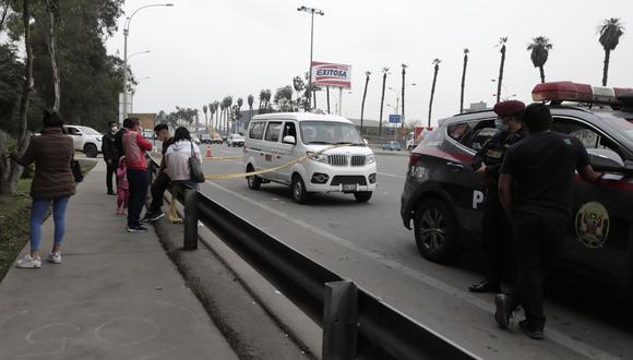 El colombiano Wilfran Stan fue atacado dentro de esta minivan delante de sus familiares. (Foto: Jessica Vicente)