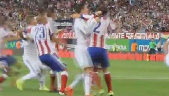 Supercopa de España: Cristiano Ronaldo le dio un manazo a Diego Godín [VIDEO]