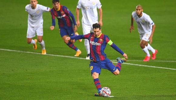 Lionel Messi pone el primero para Barcelona de penal.