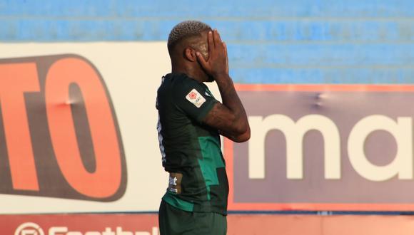 Jefferson Farfán se pierde dos goles ante Sport Huancayo.