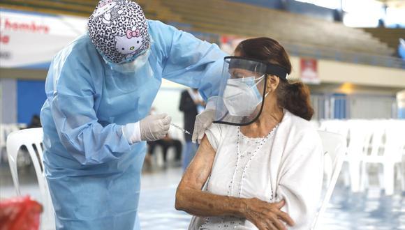 El Minsa ejecuta actualmente la vacunación a los adultos mayores. (Foto: César Bueno @photo.gec)