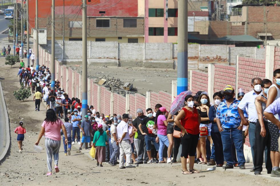 Largas colas de electores, aglomeraciones sin distanciamiento social pese a la pandemia del COVID-19 y retraso en la instalación de mesas de sufragio es el panorama que también se observa en el Callao y Ventanilla, situadas en la provincia constitucional del mismo nombre, en el marco de las Elecciones Generales de Perú de 2021, hoy domingo 11 de abril.  (Foto: Jessica Vicente/@photo.gec)