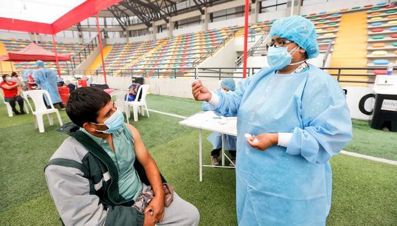 En esta sexta vacunatón se realiza el proceso de inmunización en personas de 36 y 37 años con la primera dosis.(Foto: Minsa)